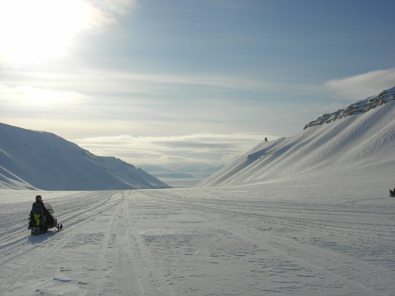 From the archive. Three day long expedition with snow mobiles through the backlands of Longyearbyen. What a blast and lots of stunning, wild winter landscape.